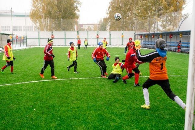 Новое футбольное поле в Барнауле.