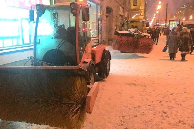 Муниципальные власти обещают справиться со снегопадом.