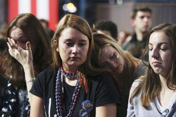 Сторонники Хиллари Клинтон в ночь после выборов.