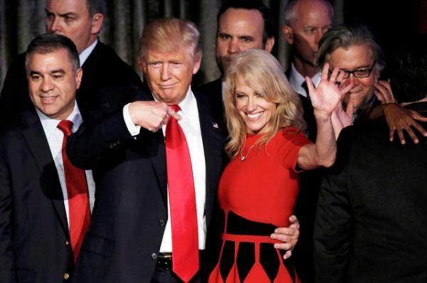 Дональд Трамп и менеджер его предвыборной кампании Келлиан Конуэй.