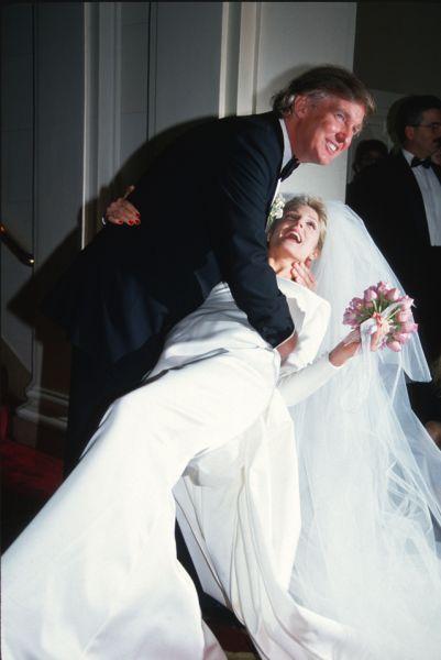 В 1993 году Трамп женился на 29-летней актрисе Марле Мейплз. От этого брака у него есть дочь Тиффани.