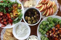 С древних времен люди употребляли плоды оливы в пищу и изготавливали из них оливковое масло.