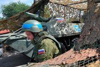 Приднестровье, российский миротворец на блокпосту, расположенном на въезде в город Бендеры.