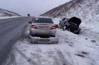 Полицейский не только спас мужчину, но и помог ему наладить авто.