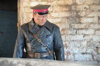 Георгий Дронов в образе полковника Кочелаева.
