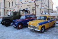 Выставка ретроавтомобилей проходила в центре города.