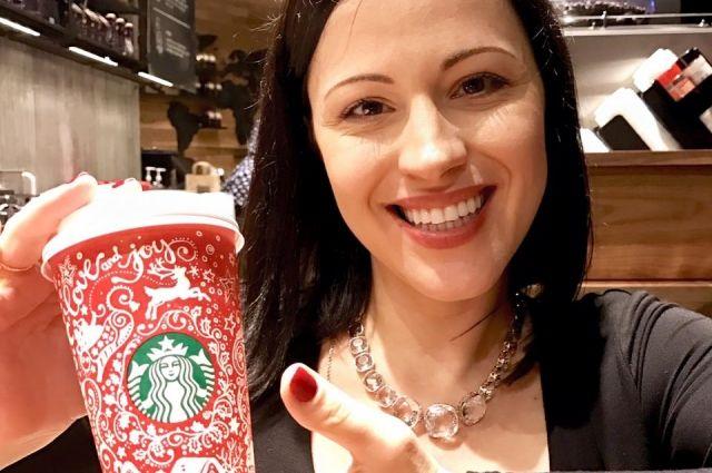 Украинская художница разработала дизайн для новогодних стаканчиков Starbucks
