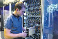 Вот так выглядят самые сложные вычислительные машины. Некоторые занимают комнату, некоторые - целый этаж.
