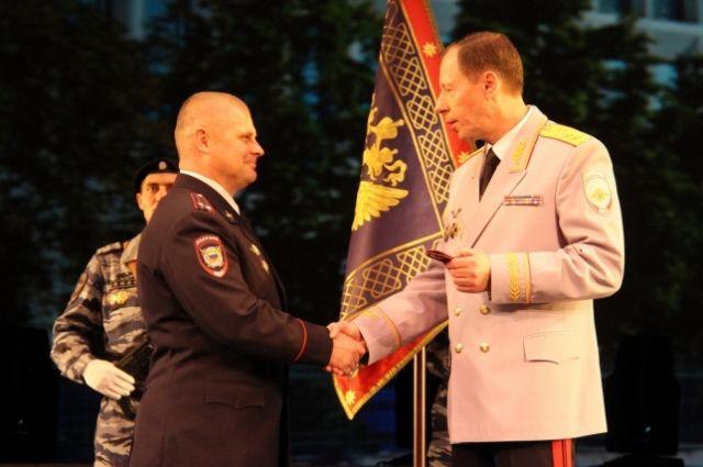 Более 3 тысяч полицейских поощрены за добросовестное исполнение своих профессиональных обязанностей.