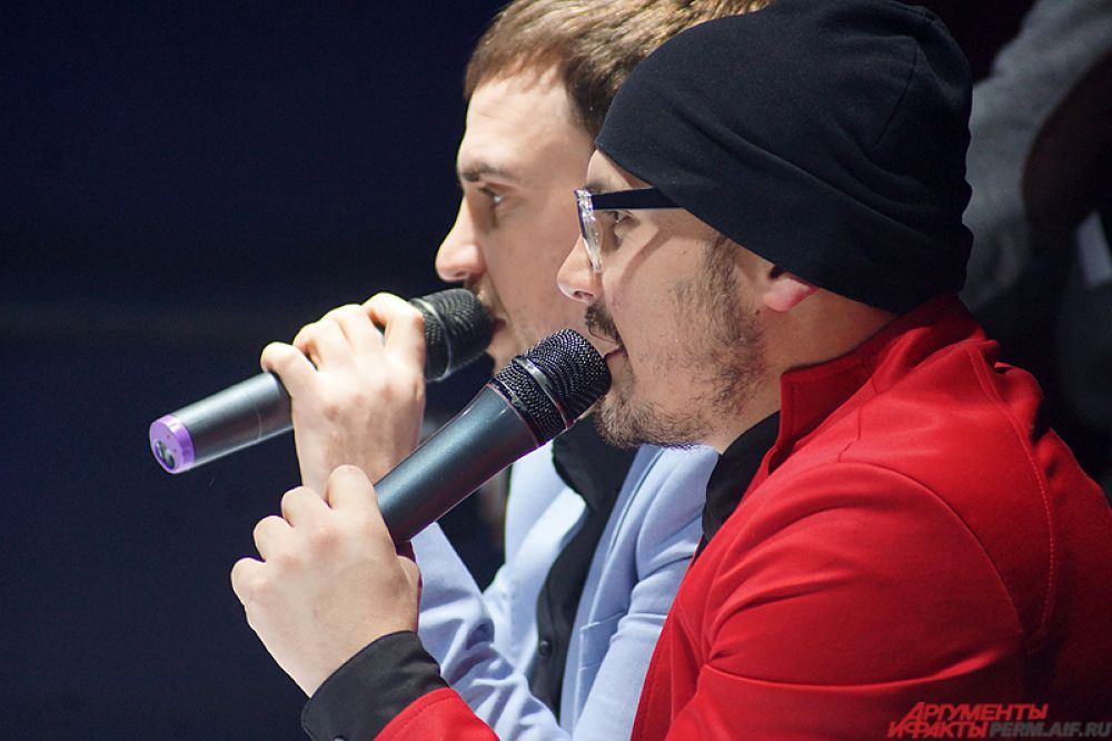 Комментаторами на битве стали известные пермские ведущие - Иван Тарасов и Стас Торопов.