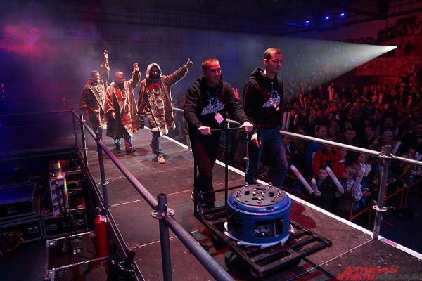 Соревнования среди «железных гладиаторов» проходили в полном соответствии с регламентом международного чемпионата по робо-боям «BattleBots» в Сан-Франциско.