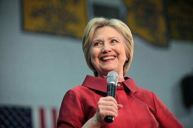 Хиллари Клинтон впервый раз после выборов замечена напублике