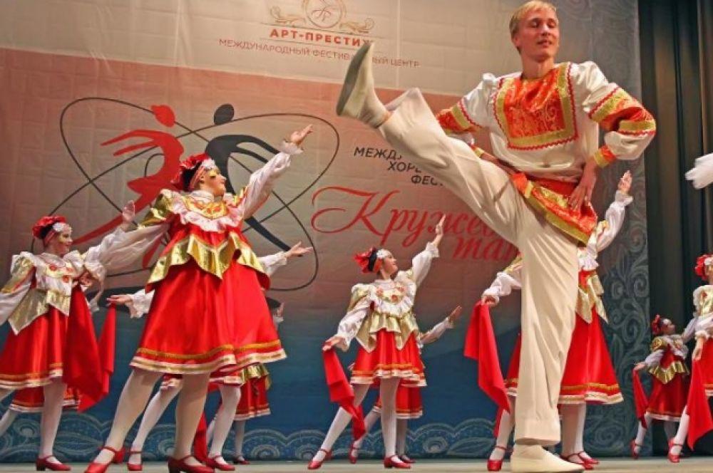Компетентное жюри, в состав которого вошли известные столичные хореографы, строго, но справедливо оценивали мастерство юных танцоров.
