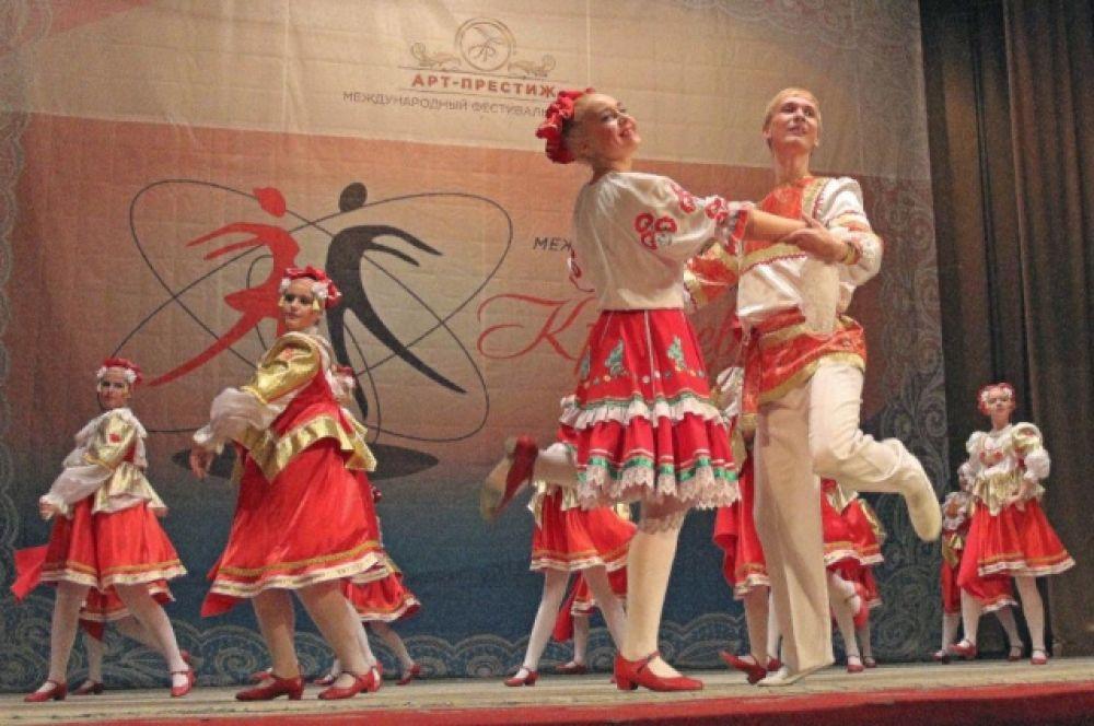 Свои умения показали танцоры из городв оЕлец, Брянск, Севастополь, Воронеж, Ростовской области и даже  Урала.