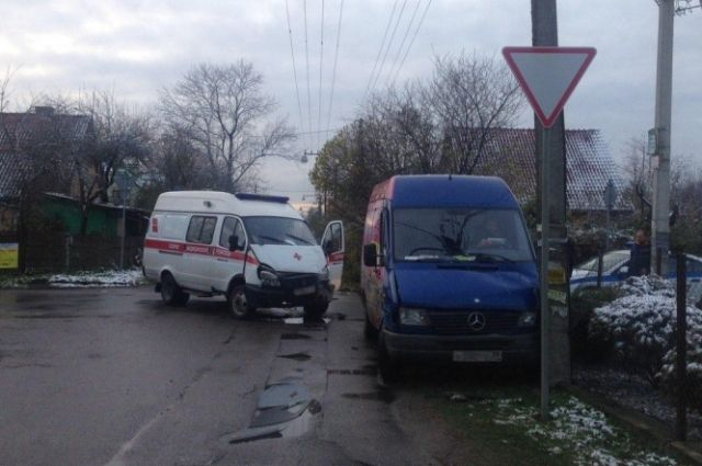 Водитель «Скорой» пострадал в ДТП в Калининграде.
