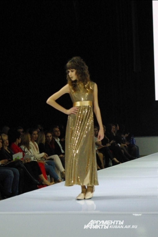 Юные девушки грезят о вечерних платьях. Образ от Stasia&Stasia.