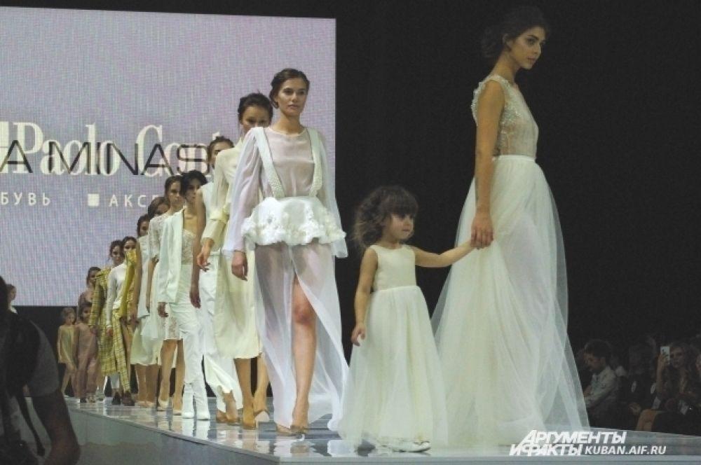 Наринэ Минасян из Анапы сделала упор на белый цвет.