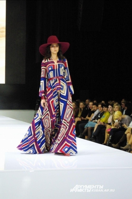 Умопомрачительное платье с яркими принтами от Джемала Махмудова.