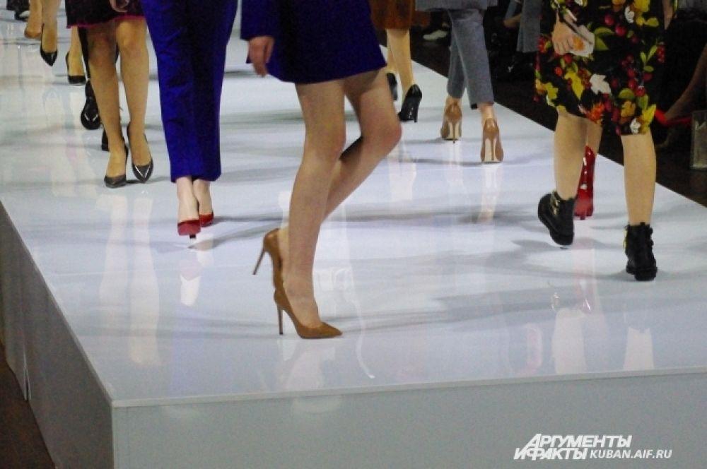 Обувь - немаловажная часть образа и под каждый костюм подбирается индивидуально.