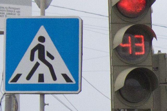 Очевидцы говорят, что молодая мама с ребенком переходила дорогу на красный
