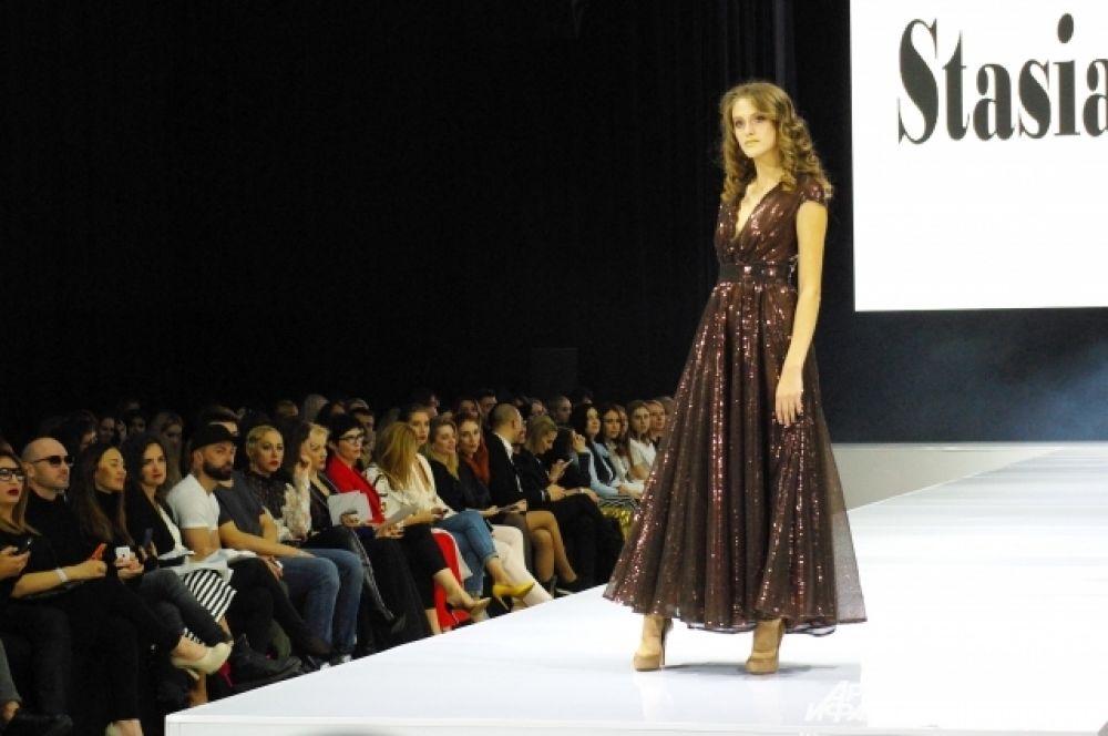 Под брендом Stasia&Stasia Мишина создает и вечерние платья...