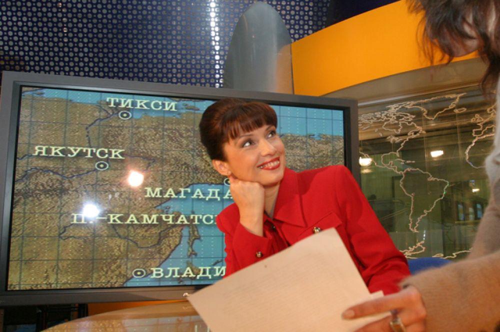 Актриса Наталья Чернявская вела прогнозы погоды на каналах ТВЦ, ОРТ, ТВ-6 и НТВ с 1997 по 2004 год.