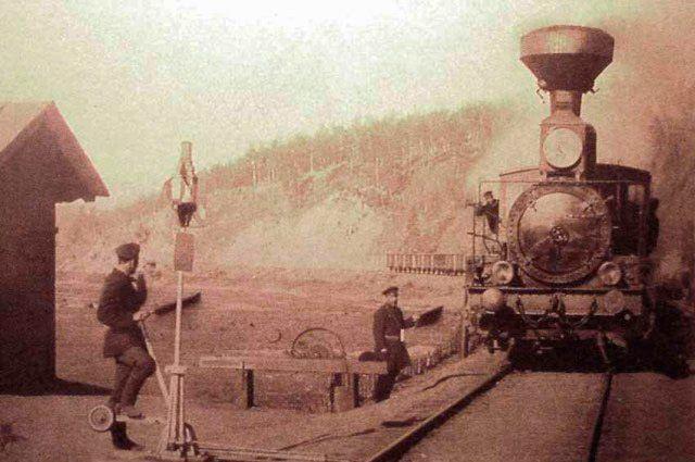 Британцы осматривают некоторые города, расположенные вдоль железной дороги.