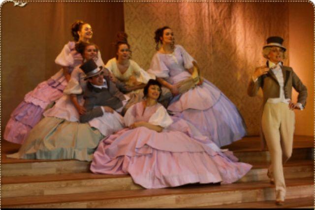 Театр молодого зрителя «Nebolshoy» отмечает 15 лет работы веселым водевилем