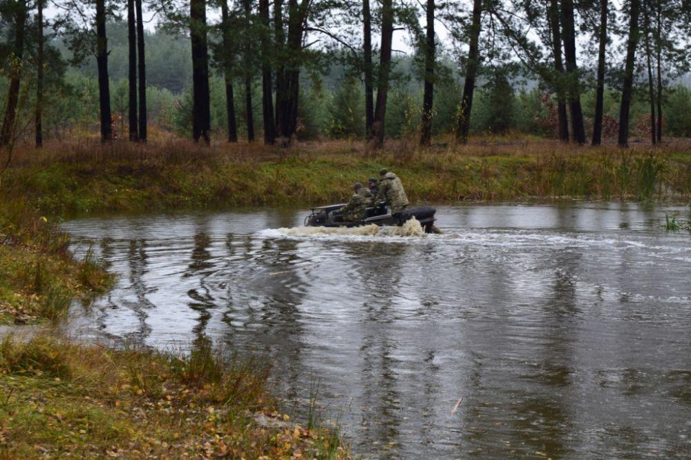 Испытания машин было осуществлено с преодолением водных преград и крутых склонов, передвижением по трассе повышенной сложности