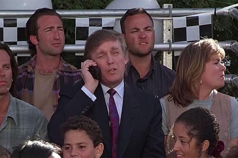 В фильме «Маленькие негодяи» (1994) Дональд Трамп играет состоятельного отца одного из мальчишек, которые организовали клуб женоненавистников.