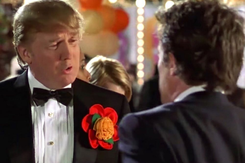 В фильме «Любовь с уведомлением» (2002) Трамп играет самого себя. На вечеринке он сталкивается с миллиардером (Хью Грант), который интересуется, как обстоит его личная жизнь.