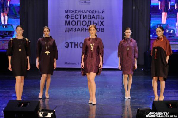 «Этномотивы в современной одежде». 2 место – коллекция «Нальмэс» (Фаина Хаджемукова и Марина Шовдыгова).
