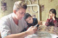 Алёна Баженова с детьми.