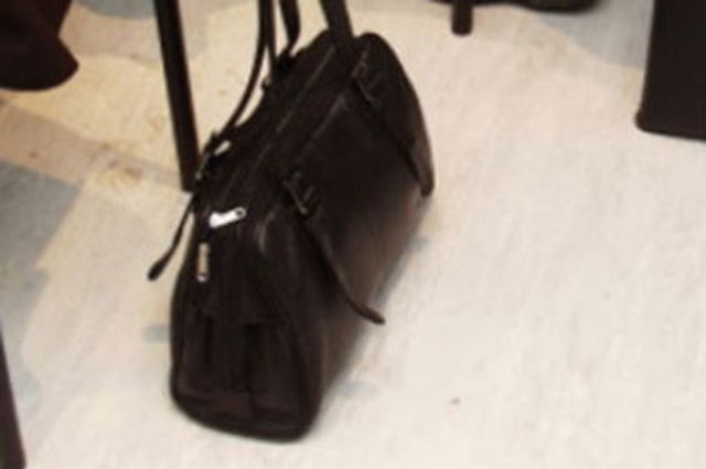 Девушка лишилась сумки с деньгами и документами.