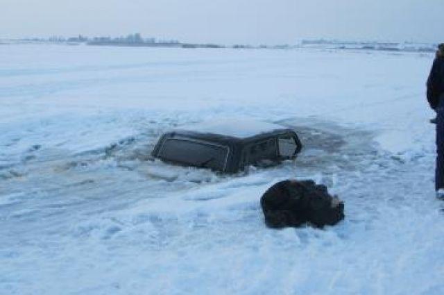 Трое мужчин утонули навновь приобретенном автомобиле вТаймырском районе