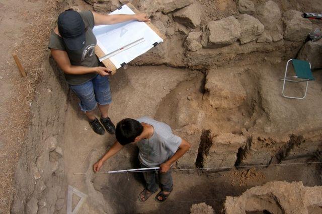ВДербенте археологи обнаружили старинную бронзовую подвеску