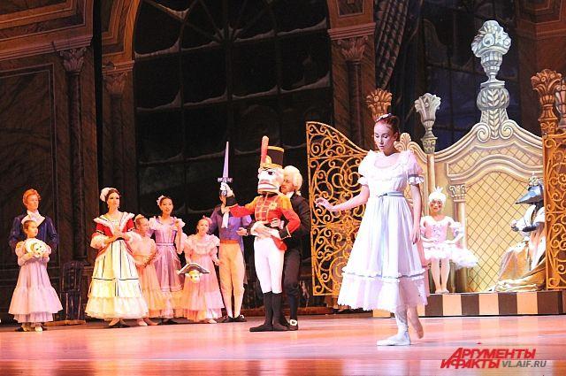 Ставит сказку саратовский режиссер, балетмейстер и педагог Алексей Зыков.