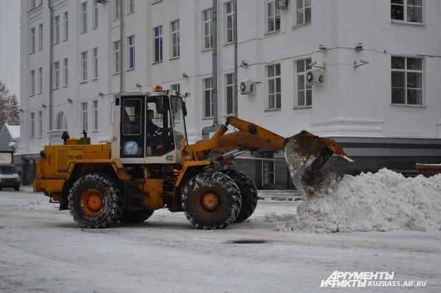 Уборка снега ведется в круглосуточном режиме.
