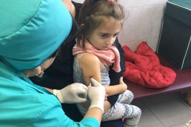 Вакцинация против гриппа особенно показана детям.