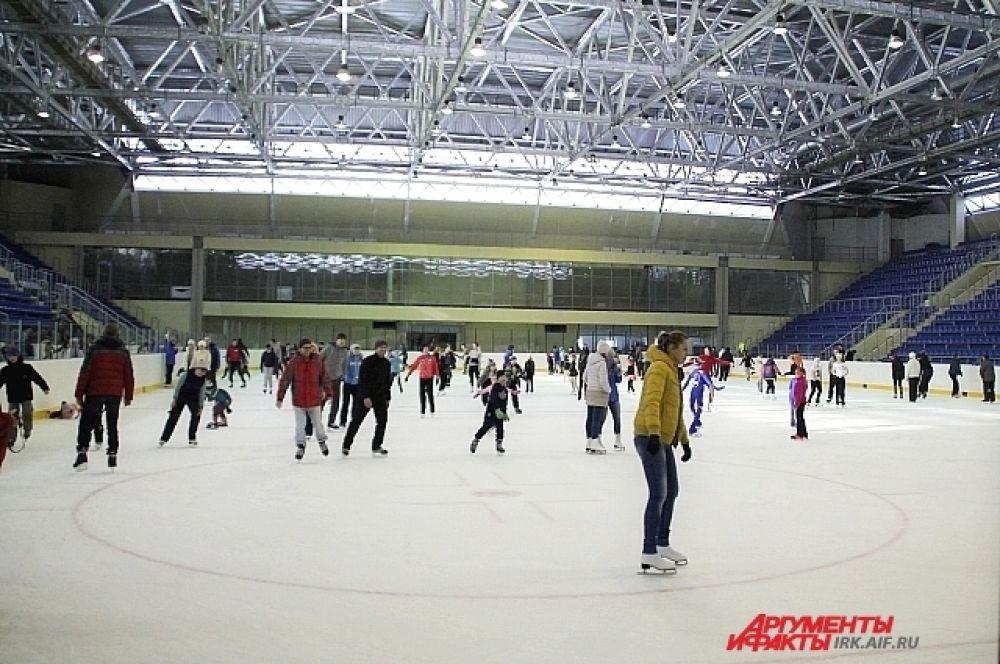 11 ноября иркутяне впервые смогли посетить Ледовый дворец и покататься здесь на коньках.