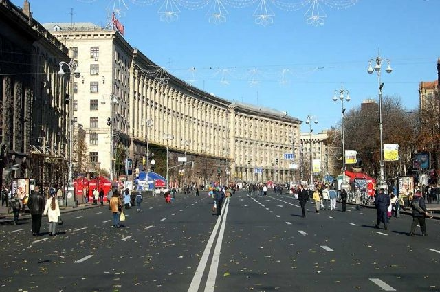 Вцентре украинской столицы растёт число митингующих против Порошенко