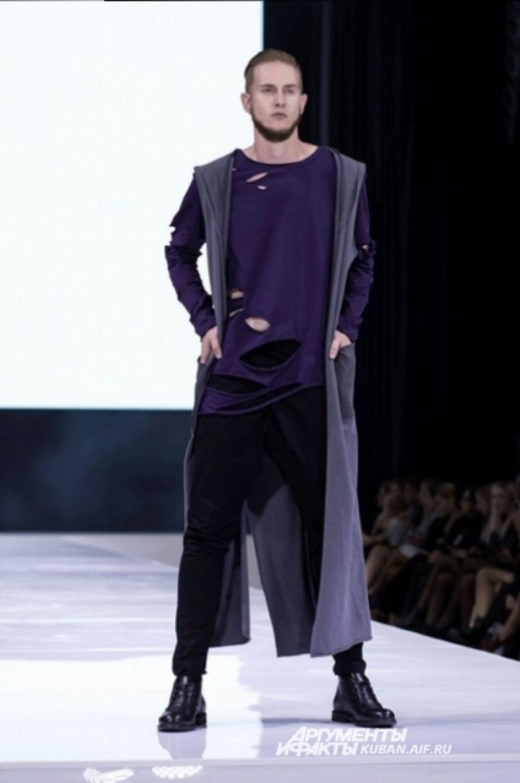 По мнению Юлии Скопец, будущей весной мужчинам следует одеваться в черное и фиолетовое.