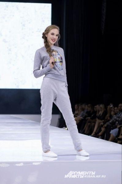 Ксения Кравцова сделала упор на домашнюю и спортивную одежду.