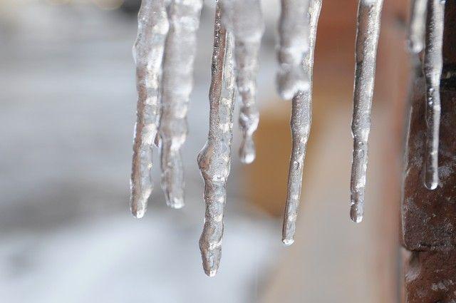 Снежные сугробы иналедь вПетербурге растают квыходным