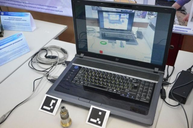 Умные очки и видеокамера могут записать работу инженера.