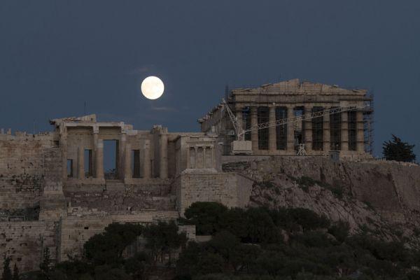Не очень трудно догадаться, что это фото из Греции, а конкретно из Афин