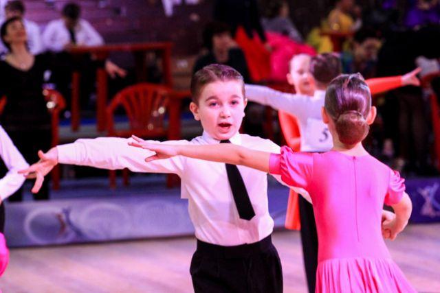 Волгоградцы требуют сократить вице-мэра засравнение детей-танцоров сгеями