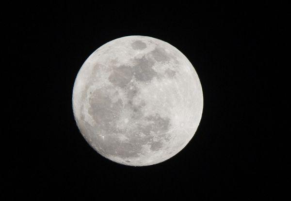 И наконец снимок гигантской Луны из Санто-Доминго