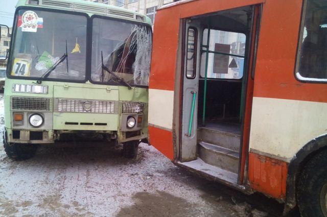 ВКирове вчера столкнулись ПАЗик итроллейбус
