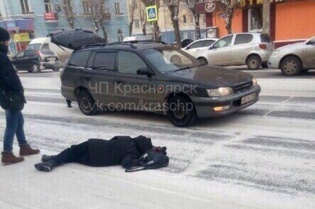 ВКрасноярске под колеса авто попал очередной пешеход